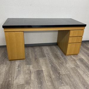 大型の重たい机も遺品整理想いてにご依頼ください。
